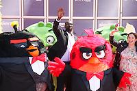 omar sy et raya abirached en photocall pour celebrer avec le film angry birds l ouverture du festival du film a cannes le mardi 10 mai 2016