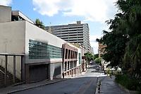 PORTO ALEGRE, RS, 27.02.021 - BANDEIRA - PRETA - No primeiro dia em vigor das restrições no protocolo de segurança na bandeira preta, apenas o comércio essencial pode atender o público até às 20 horas, em Porto Alegre, neste sábado (27).