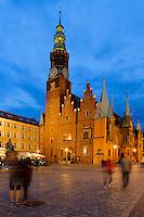 gotisches Rathaus am Marktplatz (Rynek Glowny) in Wroclaw (Breslau), Woiwodschaft Niederschlesien (Województwo dolnośląskie), Polen, Europa<br /> Gothic townhall at Marketplace (Rynek Glowny) in Wroclaw,  Poland, Europe