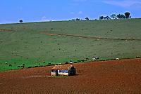 Casa no campo em Tres Coraçoes. Minas Gerais. 2005. Foto de Juca Martins.
