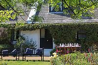 Royaume-Uni, îles Anglo-Normandes, île de Sark (Sercq) : Hôtel-Restaurant: La Sablonnerie    sur Little Sark aprés la Coupée // United Kingdom, Channel Islands, Sark Island (Sercq): Hotel-Restaurant: La Sablonnerie - Elizabeth Perree