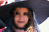 Spanien, Balearen, Ibiza, kleine Hexe beim Karneval in Eivissa