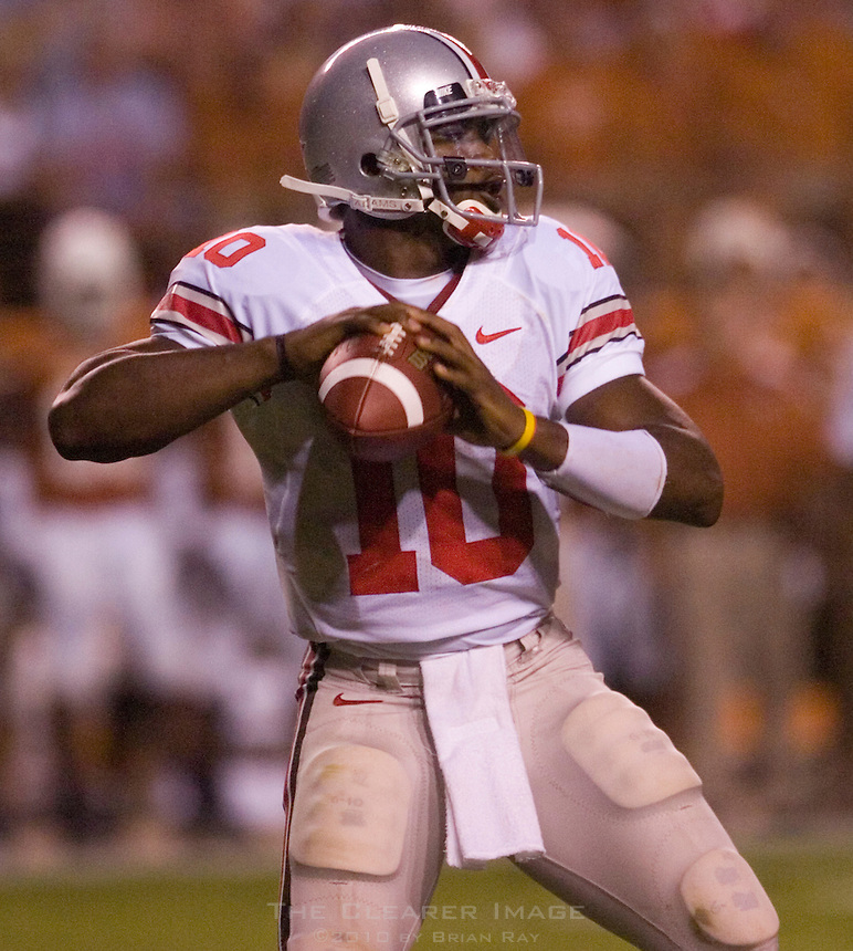 09 September 2006: Ohio State quarterback Troy Smith looks to pass during the Buckeyes 24-7 victory over the Texas Longhorns at Darrell K Royal Memorial Stadium in Austin, TX.