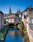 Frankreich, Normandie, Département Calvados, Bayeux: Altstadt mit Muehle und der Notre-Dame Kathedrale von Bayeux | France, Normandy, Département Calvados, Bayeux: Old Town, Mill and Cathedral Notre-Dame