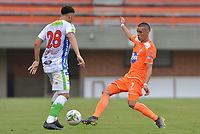 ENVIGADO- COLOMBIA, 14-04-2019.Neyder Moreno  (Der.) jugador del Envigado disputa el balón con Diego Sanchez (Izq.) jugador del Atlético Huila .Acción de juego entre los equipos Envigado y Atlético Huila durante partido por la fecha 15 de la Liga Águila I 2019 jugado en el estadio Polideportivo Sur de la ciudad de Medellín. /Neyder Moreno (R) palyer of Envigado figths the ball agaisnt of Diego Sanchez (L) palyer of Atletico Huila.Action game between teams Envigado and  Atletico Huila during the match for the date 15 of the Liga Aguila I 2019 played at Polideportivo Sur stadium in Medellin  city. Photo: VizzorImage / Leon Monsalve/ Contribuidor
