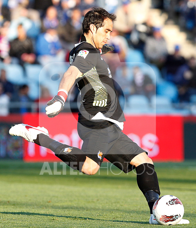Real Sociedad's Claudio Bravo during La Liga match.March 17,2012. (ALTERPHOTOS/Acero)