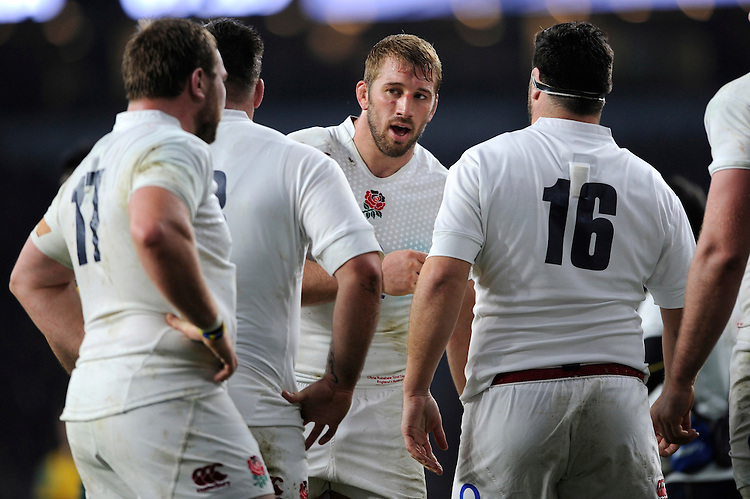 Skipper Chris Robshaw of England motivates his troops during the QBE International match between England and Australia at Twickenham Stadium on Saturday 29th November 2014 (Photo by Rob Munro)