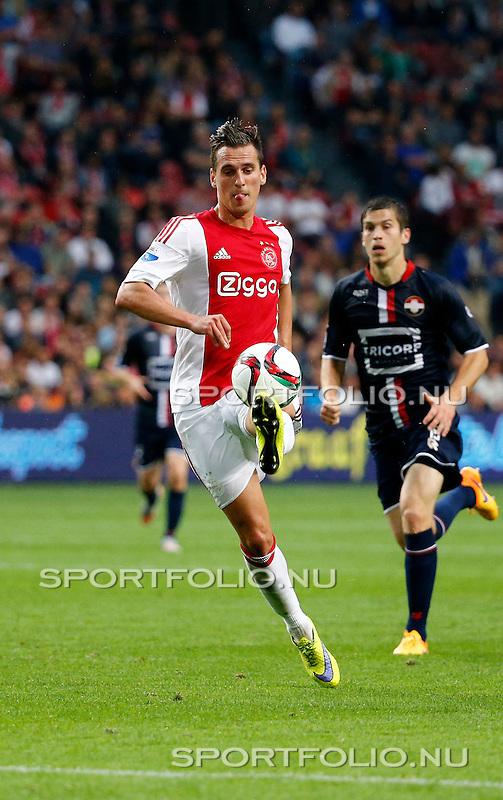 Nederland, Amsterdam, 15 augustus 2015<br /> Eredivisie<br /> Seizoen 2015-2016<br /> Ajax-Willem ll (3-0)<br /> Arek Milik van Ajax in in actie met bal.