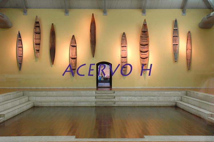 """ExposiÁ""""o de canoas do pÛlo jolheiro que funciona no desativado presÌdio S""""o JosÈ, hoje conhecido como S""""o JosÈ Liberto.<br /> 01/11/2005<br /> BelÈm, Par·, Brasil<br /> Foto Lucivaldo Sena/Interfoto"""