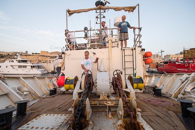 Sea Watch-2.<br /> Die Crew der 13. SAR-Mission ist auf dem Weg in ihr Einsatzgebiet vor der libyschen Kueste.<br /> 16.10.2016, Valetta<br /> Copyright: Christian-Ditsch.de<br /> [Inhaltsveraendernde Manipulation des Fotos nur nach ausdruecklicher Genehmigung des Fotografen. Vereinbarungen ueber Abtretung von Persoenlichkeitsrechten/Model Release der abgebildeten Person/Personen liegen nicht vor. NO MODEL RELEASE! Nur fuer Redaktionelle Zwecke. Don't publish without copyright Christian-Ditsch.de, Veroeffentlichung nur mit Fotografennennung, sowie gegen Honorar, MwSt. und Beleg. Konto: I N G - D i B a, IBAN DE58500105175400192269, BIC INGDDEFFXXX, Kontakt: post@christian-ditsch.de<br /> Bei der Bearbeitung der Dateiinformationen darf die Urheberkennzeichnung in den EXIF- und  IPTC-Daten nicht entfernt werden, diese sind in digitalen Medien nach §95c UrhG rechtlich geschuetzt. Der Urhebervermerk wird gemaess §13 UrhG verlangt.]