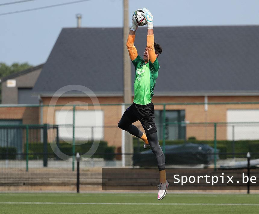 goalkeeper Timon Vanhoutte (1) of Anderlecht catches a high ball during the warm up before a friendly soccer game between K Londerzeel SK and RSC Anderlecht Reserves during the preparations for the 2021-2022 season , on Wednesday 21st of July 2021 in Londerzeel , Belgium . PHOTO SEVIL OKTEM   SPORTPIX