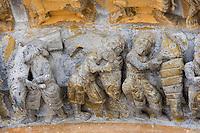 Europe/France/Aquitaine/64/Pyrénées-Atlantiques/Oloron-Sainte-Marie: Détail du portail roman de la Cathedrale Sainte-Marie détail préparation d'un repas - le saumon -dont le Béarn est un haut lieu de la pèche