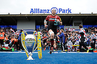 20130512 Copyright onEdition 2013©.Free for editorial use image, please credit: onEdition..Steve Borthwick of Saracens runs out at the beginning of the Premiership Rugby semi final match between Saracens and Northampton Saints at Allianz Park on Sunday 12th May 2013 (Photo by Rob Munro)..For press contacts contact: Sam Feasey at brandRapport on M: +44 (0)7717 757114 E: SFeasey@brand-rapport.com..If you require a higher resolution image or you have any other onEdition photographic enquiries, please contact onEdition on 0845 900 2 900 or email info@onEdition.com.This image is copyright onEdition 2013©..This image has been supplied by onEdition and must be credited onEdition. The author is asserting his full Moral rights in relation to the publication of this image. Rights for onward transmission of any image or file is not granted or implied. Changing or deleting Copyright information is illegal as specified in the Copyright, Design and Patents Act 1988. If you are in any way unsure of your right to publish this image please contact onEdition on 0845 900 2 900 or email info@onEdition.com