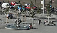Blick über die Dächer der Innenstadt - Springbrunnen / Pusteblumen / Richard-Wagner-Platz. Foto: Norman Rembarz