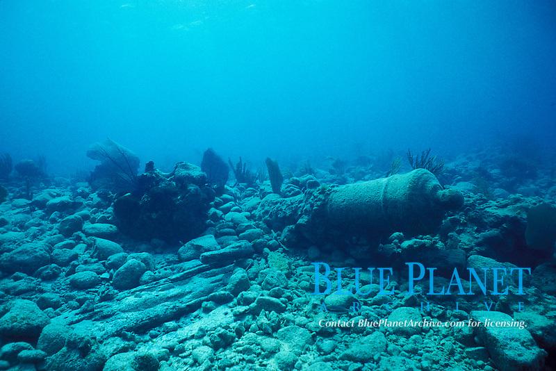 cannon and timbers from wrecked Spanish galleon on Chinchorro Bank or Chinchorros Banks, Yucatan Peninsula, Mexico, Caribbean, Atlantic (Caribbean Sea)