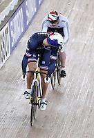 CALI – COLOMBIA – 01-03-2014: Michael D´Almeida (Izq.) de Francia y Jason Kenny (Der.) de Gran Bretaña en la prueba Embalaje Hombres 1/16 en el Velodromo Alcides Nieto Patiño, sede del Campeonato Mundial UCI de Ciclismo Pista 2014. / Michael D´Almeida (L) of France and Jason Kenny (R) of Great Britain during the test of Men´s Sprint 1/16 in Alcides Nieto Patiño Velodrome, home of the 2014 UCI Track Cycling World Championships. Photos: VizzorImage / Luis Ramirez / Staff.