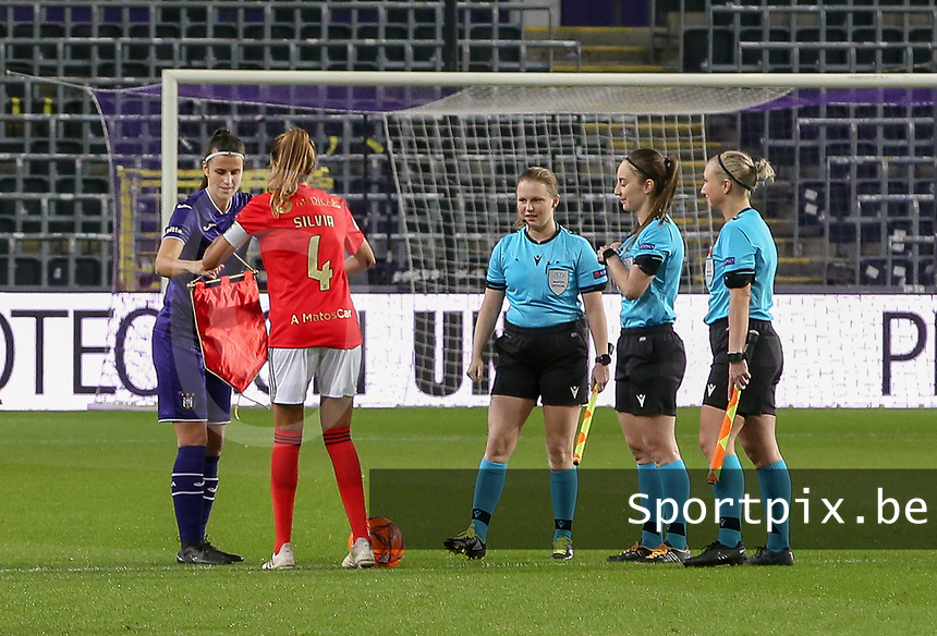 Laura De Neve (8 Anderlecht) and Sílvia Rebelo (4 Benfica)  exchange pennants at the start of a female soccer game between RSC Anderlecht Dames and Portugese Benfica Ladies  in the second qualifying round for the Uefa Womens Champions League of the 2020 - 2021 season , Wednesday 18 th of November 2020  in ANDERLECHT , Belgium . PHOTO SPORTPIX.BE | SPP | SEVIL OKTEM