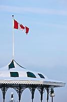 Amérique/Amérique du Nord/Canada/Québec/ Québec: Kiosque et Drapeau Canadien - belvédère de la terrasse Dufferin