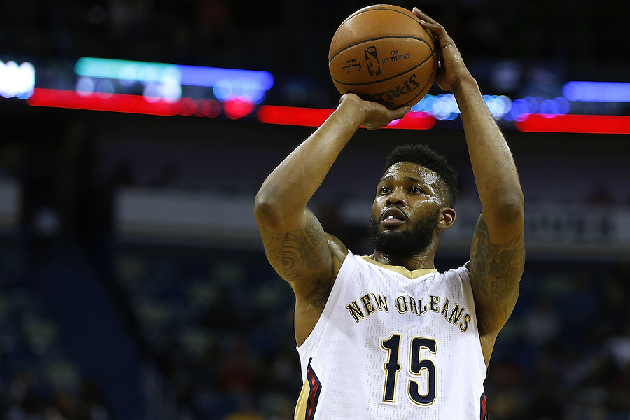 NEW ORLEANS, LA - MARCH 07: Alonzo Gee #15 of the New Orleans Pelicans shoots the ball during a game at Smoothie King Center on March 7, 2016 in New Orleans, Louisiana. NOTE TO USER: User expressly acknowledges and agrees that, by downloading and or using this photograph, User is consenting to the terms and conditions of the Getty Images License Agreement.  (Photo by Jonathan Bachman/Getty Images)