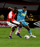 BOGOTÁ-COLOMBIA, 04-04-2019: Baldomero Perlaza de Independiente Santa Fe, disputa el balón con Sebastián Ayala de Jaguares F.C., durante partido de la fecha 13 entre Independiente Santa Fe y Jaguares F.C., por la Liga Águila I 2019, en el estadio Nemesio Camacho El Campin de la ciudad de Bogotá. / Baldomero Perlaza of Independiente Santa Fe struggles for the ball with Sebastian Ayala of Jaguares F.C., during a match of the 13th date between Independiente Santa Fe and Jaguares F.C., for the Aguila Leguaje I 2019 at the Nemesio Camacho El Campin Stadium in Bogota city, Photo: VizzorImage / Luis Ramírez / Staff.