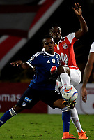 BOGOTÁ - COLOMBIA, 06-05-2018: Leyvin Balanta (Izq.) jugador de Independiente Santa Fe, disputa el balón con Juan Salazar (Der.) jugador de Millonarios, durante partido de la fecha 19 entre Independiente Santa Fe y Millonarios, por la Liga Aguila I 2018, en el estadio Nemesio Camacho El Campin de la ciudad de Bogota. / Leyvin Balanta (Izq.) player of Independiente Santa Fe struggles for the ball with Juan Salazar (R) player of Millonarios, during a match of the 19th date between Independiente Santa Fe and Millonarios, for the Liga Aguila I 2018 at the Nemesio Camacho El Campin Stadium in Bogota city, Photo: VizzorImage / Luis Ramírez / Staff.
