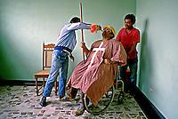 Pacientes de hospital psiquiátrico em Santos. São Paulo. 1989. Foto de Juca Martins.