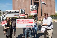 """Reporter ohne Grenzen (ROG) protestierte am Montag den 30. Juli 2018 weltweit fuer die Freilassung des seit fast fuenf Jahren inhaftierten aegyptischen Fotojournalisten Mahmud Abu Seid - """"Shawkan"""".<br /> Shawkan arbeitete als freier Fotograf unter anderem fuer die Agenturen Demotix und Corbis sowie fuer das deutsche Magazin Focus. Er wurde am 14. August 2013 in Kairo festgenommen, als er ueber die gewaltsame Aufloesung der Protestcamps von Anhaengern des gestuerzten Praesidenten Mohammed Mursi berichtete. In der Haft ist Shawkan schwer an Hepatitis C erkrankt.<br /> In Berlin uebergab der Geschaeftsfuehrer von ROG-Deutschland, Christian Mihr (rechts im Bild), Unterschriften aus einer Protestmail-Aktion an die aegyptischen Botschaft.<br /> 30.7.2018, Berlin<br /> Copyright: Christian-Ditsch.de<br /> [Inhaltsveraendernde Manipulation des Fotos nur nach ausdruecklicher Genehmigung des Fotografen. Vereinbarungen ueber Abtretung von Persoenlichkeitsrechten/Model Release der abgebildeten Person/Personen liegen nicht vor. NO MODEL RELEASE! Nur fuer Redaktionelle Zwecke. Don't publish without copyright Christian-Ditsch.de, Veroeffentlichung nur mit Fotografennennung, sowie gegen Honorar, MwSt. und Beleg. Konto: I N G - D i B a, IBAN DE58500105175400192269, BIC INGDDEFFXXX, Kontakt: post@christian-ditsch.de<br /> Bei der Bearbeitung der Dateiinformationen darf die Urheberkennzeichnung in den EXIF- und  IPTC-Daten nicht entfernt werden, diese sind in digitalen Medien nach §95c UrhG rechtlich geschuetzt. Der Urhebervermerk wird gemaess §13 UrhG verlangt.]"""