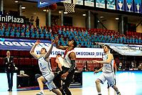 31-03-2021: Basketbal: Donar Groningen v ZZ Feyenoord: Groningen , Donar speler Henry Caruso met Feyenoord speler Juan Davis