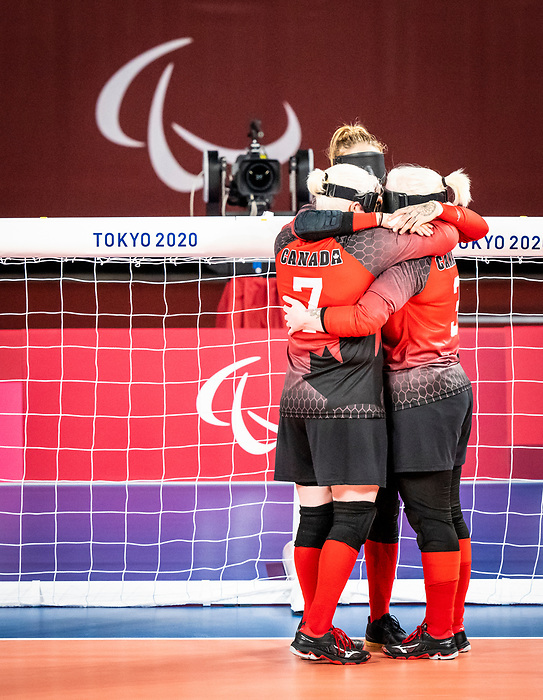 Whitney Bogart, Meghan Mahon, Amy Burk, Tokyo 2020 - Goalball.<br /> Canada takes on Russia in the preliminary round // Le Canada affronte la Russie au tour préliminaire. 25/08/2021.