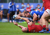 25th September 2021; The Recreation Ground, Bath, Somerset, England; Gallagher Premiership Rugby, Bath versus Newcastle Falcons; Carl Fearns of Newcastle Falcons offloads out of the tackle
