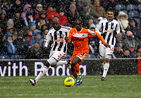 Pictured: Nathan Dyer of Swansea (R) tackled by Youssouf Mulumbu of West Bromwich (L). Saturday, 04 February 2012<br /> Re: Premier League football, West Bromwich Albion v Swansea City FC v at the Hawthorns Stadium, Birmingham, West Midlands.