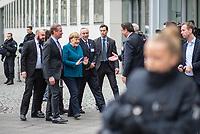 Anlaesslich der Teilnahme von Bundeskanzlerin Angela Merkel (CDU) und dem griechischen Ministerpraesident Kyriakos Mitsotakis, am Wirtschaftsforum in Berlin am Montag den 9. Maerz 2020 protestierten ca. 150 Menschen vor der Veranstaltung fuer eine Oeffnung der EU-Grenzen und die Aufnahme der Fluechtlinge, die von der griechischen Regierung mit Waffengewalt an einer Einreise gehindert werden.<br /> Im Bild: Bundeskanzlerin Merkel (im blauen Blazer) wir vor dem Wirtschaftsforum begruesst. Sie lehnt ein Haendeschuetteln wegen der Corona-Epedimie ab.<br /> 9.3.2020, Berlin<br /> Copyright: Christian-Ditsch.de<br /> [NUR FUER REDAKTIONELLE ZWECKE! Werbung nur auf Anfrage beim Fotografen. Inhaltsveraendernde Manipulation des Fotos nur nach ausdruecklicher Genehmigung des Fotografen. Vereinbarungen ueber Abtretung von Persoenlichkeitsrechten/Model Release der abgebildeten Person/Personen liegen nicht vor. NO MODEL RELEASE! Don't publish without copyright Christian-Ditsch.de, Veroeffentlichung nur mit Fotografennennung, sowie gegen Honorar, MwSt. und Beleg. Konto: I N G - D i B a, IBAN DE58500105175400192269, BIC INGDDEFFXXX, Kontakt: post@christian-ditsch.de<br /> Bei der Bearbeitung der Dateiinformationen darf die Urheberkennzeichnung in den EXIF- und  IPTC-Daten nicht entfernt werden, diese sind in digitalen Medien nach §95c UrhG rechtlich geschuetzt. Der Urhebervermerk wird gemaess §13 UrhG verlangt.]