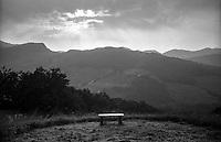 Vergato (Bologna), Appennini e panca al tramonto --- Vergato (Bologna), Apennines and a bench at sunset