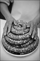 Europe/France/Midi-Pyérénées/31/Haute-Garonne/ Castelnau d'Estretefonds: Fabrication de la véritable saucisse de Toulouse à la Maison Garcia, //  //  France, Haute Garonne, Castelnau d'Estretefonds , Making the real Toulouse sausage in the Garcia House