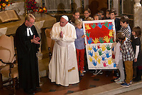 Papa Francesco, affiancato dal Pastore Jens-Martin Kruse, riceve in regalo un disegno da un gruppo di bambini durante la sua visita alla Chiesa Evangelica Luterana di Roma, 15 novembre 2015.<br /> Pope Francis, flanked by Rev. Jens-Martin Kruse, receives a drawing as a gift from a group of children during his visit to the Lutheran Evangelical Church in Rome, 15 November 2015.<br /> UPDATE IMAGES PRESS/Riccardo De Luca<br /> <br /> STRICTLY ONLY FOR EDITORIAL USE