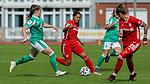 v.li.: Nina Lührßen (SV Werder Bremen, 27) und Gia Corley (FC Bayern München, 8) im Zweikampf, Duell, Dynamik, Aktion, Action, Spielszene, 13.09.2020, Bremen (Deutschland), Fussball, Flyeralarm Frauen-Bundesliga, SV Werder Bremen - FC Bayern München <br /> <br /> Foto © PIX-Sportfotos *** Foto ist honorarpflichtig! *** Auf Anfrage in hoeherer Qualitaet/Aufloesung. Belegexemplar erbeten. Veroeffentlichung ausschliesslich fuer journalistisch-publizistische Zwecke. For editorial use only.