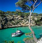 Spain, Mallorca, Cala Pi: Creek with turquoise water | Spanien, Mallorca, Cala Pi: beliebte Bucht an der Suedkueste mit tuerkisblauem Wasser
