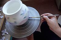 Europe/France/Bretagne/29/Finistère/Quimper: Faïencerie d'art breton - Décoration à la main