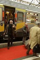Foire du livre de Brive (premiere manifestation de province)..Le train du livre ammene plusieurs centaines d'auteurs au depart de Paris. Au centre, Amelie Nothon.