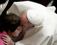 Papa Francesco bacia una bambina al termine dell'Udienza Generale del mercoledi' in aula Paolo VI, Citta' del Vaticano, 11 gennaio 2017.<br /> Pope Francis kisses a child at the end of his weekly general audience in Paul VI Hall at the Vatican on January 11, 2017.<br /> UPDATE IMAGES PRESS/Isabella Bonotto<br /> <br /> STRICTLY ONLY FOR EDITORIAL USE