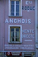 Europe/France/Languedoc-Roussillon/66/Pyrénées -Orientales/Collioure:Publicité pour les anchois de Collioure sur les murs d'une fabrique