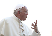 Papa Francesco parla con i fedeli al termine dell'udienza generale del mercoledi' in Piazza San Pietro, Citta' del Vaticano, 12 settembre 2018.<br /> Pope Francis speaks to faithful at the end of his weekly general audience in St. Peter's Square at the Vatican, on September 12, 2018.<br /> UPDATE IMAGES PRESS/Isabella Bonotto<br /> <br /> STRICTLY ONLY FOR EDITORIAL USE