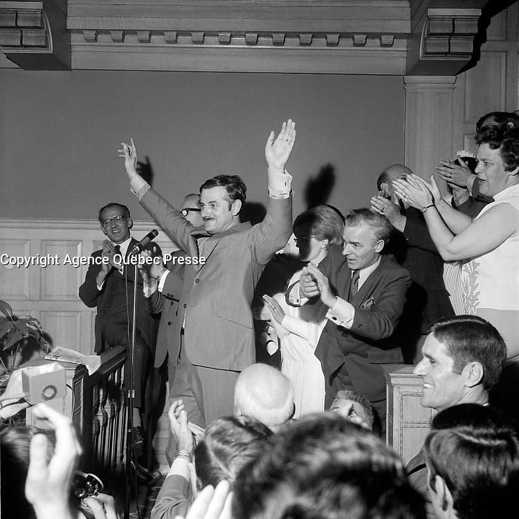 Jean-Noel Tremblay et les partisans de Jean-Guy Cardinal, ministre de l'Union nationale<br /> le 2 juillet 1969<br /> <br /> Photo : Photo Moderne -  © Agence Quebec Presse