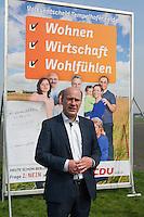 CDU-Berlin stellt Plakate zum Volksbegehren Tempelhofer Feld vor.<br />Am Donnerstag den 3. April 2014 stellte die Berliner CDU auf der Freiflaeche des ehemaligen Flughafen Tempelhof ihre Plakate zum Volksbegehren Tempelhofer Feld vor. Sie fordert einen Gesetzentwurf, der eine Bebauung um eine 230ha grosse Freiflaeche vorsieht.<br />Die Buergerinitiative 100% Tempelhof hatte hatte mit Unterschriftensammlungen das Volksbegehren erwirkt. Es wird am 25. Mai 2014 parralell zur Europawahl stattfinden.<br />Im Bild: Kai Wegner, Generalsekretaer der CDU-Berlin.<br />3.4.2014, Berlin<br />Copyright: Christian-Ditsch.de<br />[Inhaltsveraendernde Manipulation des Fotos nur nach ausdruecklicher Genehmigung des Fotografen. Vereinbarungen ueber Abtretung von Persoenlichkeitsrechten/Model Release der abgebildeten Person/Personen liegen nicht vor. NO MODEL RELEASE! Don't publish without copyright Christian-Ditsch.de, Veroeffentlichung nur mit Fotografennennung, sowie gegen Honorar, MwSt. und Beleg. Konto:, I N G - D i B a, IBAN DE58500105175400192269, BIC INGDDEFFXXX, Kontakt: post@christian-ditsch.de]