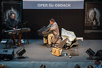 Oper fuer Obdach – Winterreise von Franz Schubert im Hauptbahnhof Berlin<br /> Opernsaenger, Deutsche Bahn Stiftung und Berliner Stadtmission kooperieren<br /> Generalprobe im Hauptbahnhof Berlin<br /> Mitwirkende:<br /> Christoph von Weitzel - Bariton<br /> Frank Wasser - Klavier<br /> Gerold Vorlaender - Sprecher<br /> Hugo Scholter - Regie<br /> 9.3.2017, Berlin<br /> Copyright: Christian-Ditsch.de<br /> [Inhaltsveraendernde Manipulation des Fotos nur nach ausdruecklicher Genehmigung des Fotografen. Vereinbarungen ueber Abtretung von Persoenlichkeitsrechten/Model Release der abgebildeten Person/Personen liegen nicht vor. NO MODEL RELEASE! Nur fuer Redaktionelle Zwecke. Don't publish without copyright Christian-Ditsch.de, Veroeffentlichung nur mit Fotografennennung, sowie gegen Honorar, MwSt. und Beleg. Konto: I N G - D i B a, IBAN DE58500105175400192269, BIC INGDDEFFXXX, Kontakt: post@christian-ditsch.de<br /> Bei der Bearbeitung der Dateiinformationen darf die Urheberkennzeichnung in den EXIF- und  IPTC-Daten nicht entfernt werden, diese sind in digitalen Medien nach §95c UrhG rechtlich geschuetzt. Der Urhebervermerk wird gemaess §13 UrhG verlangt.]