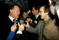 FILE - Bernard Landry parle aux medias, le 10 juin 1991