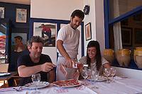 Europe/France/Aquitaine/64/Pyrénées-Atlantiques/Pays-Basque/Socoa: Amédée Hou avec son équipe rapprochée, en salle sa fille Oilhana et en cuisine son fils Patxi -Restaurant: Pantxoa au port<br /> <br />  [Non destiné à un usage publicitaire - Not intended for an advertising use]