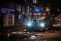 BOGOTA - COLOMBIA, 10-09-2020: Un manifestante confronta un vehículo antidisturbios de la Policía durante el segundo día de protestas causadas por el asesinato del abogado Javier Ordoñez, abogado de 46 años, a manos de efectivos de la Policía de Bogotá el pasado miércoles 09 de septiembre de 2020 en el barrio Villa Luz al noroccidente de Bogotá (Colombia). En lo que va corrido del 2020 la alcaldía de Bogotá ha recibido 137 denuncias  de abuso policial de las cuales la Policía acusa recibido de 38.  / A protester confronts a Police riot vehicle during the second day of protests caused by the murder of lawyer Javier Ordoñez, a 46-year-old lawyer, at the hands of members of the Bogotá Police on Wednesday, September 9, 2020 in Villa Luz neighborhood in the northwest of Bogotá (Colombia). So far in 2020 the Bogotá mayor's office has received 137 complaints of police abuse of which the Police accuse they have received 38. Photo: VizzorImage / Alejandro Avendaño / Cont