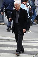 GUY BEDOS - ASSISTE A LA CEREMONIE RELIGIEUSE EN HOMMAGE A JEAN ROCHEFORT A L'EGLISE SAINT-THOMAS D'AQUIN DANS LE 7EME ARRONDISSEMENT DE PARIS, FRANCE, LE 13/10/2017.