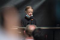 Pressekonferenz nach einem Treffen der Fridays for future-Aktivistinnen Greta Thunberg aus Schweden (im Bild) und Luisa Neubauer aus Deutschland mit Bundeskanzlerin Angela Merkel am Donnerstag den 20. August 2020.<br /> 20.8.2020, Berlin<br /> Copyright: Christian-Ditsch.de<br /> NUR FUER REDAKTIONELLE ZWECKE! Werbung nur auf Anfrage beim Fotografen. [Inhaltsveraendernde Manipulation des Fotos nur nach ausdruecklicher Genehmigung des Fotografen. Vereinbarungen ueber Abtretung von Persoenlichkeitsrechten/Model Release der abgebildeten Person/Personen liegen nicht vor. NO MODEL RELEASE! Don't publish without copyright Christian-Ditsch.de, Veroeffentlichung nur mit Fotografennennung, sowie gegen Honorar, MwSt. und Beleg. Konto: I N G - D i B a, IBAN DE58500105175400192269, BIC INGDDEFFXXX, Kontakt: post@christian-ditsch.de<br /> Bei der Bearbeitung der Dateiinformationen darf die Urheberkennzeichnung in den EXIF- und  IPTC-Daten nicht entfernt werden, diese sind in digitalen Medien nach §95c UrhG rechtlich geschuetzt. Der Urhebervermerk wird gemaess §13 UrhG verlangt.]